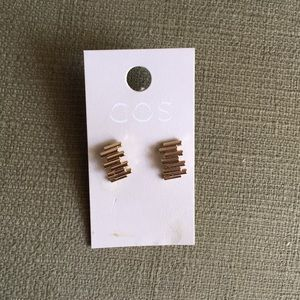Cos gold earrings